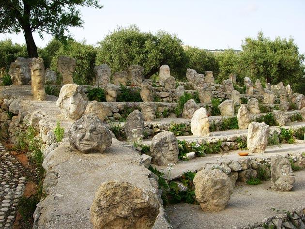 Vrt 'seoskog luđaka', Sicilija Il-Castello-Incantato-10