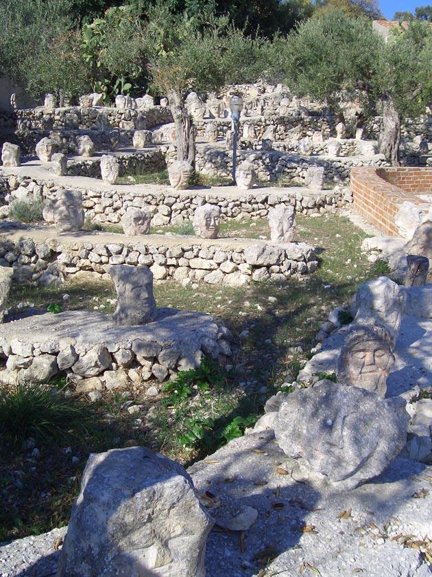 Vrt 'seoskog luđaka', Sicilija Il-Castello-Incantato-9