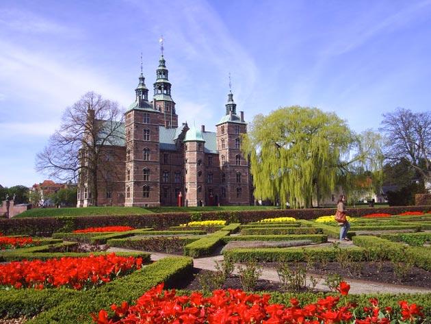 Dvorci koje verovatno nikada nećete posedovati - Page 4 Rosenborg-2
