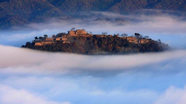 Dvorci koje verovatno nikada nećete posedovati - Page 4 Takeda-2