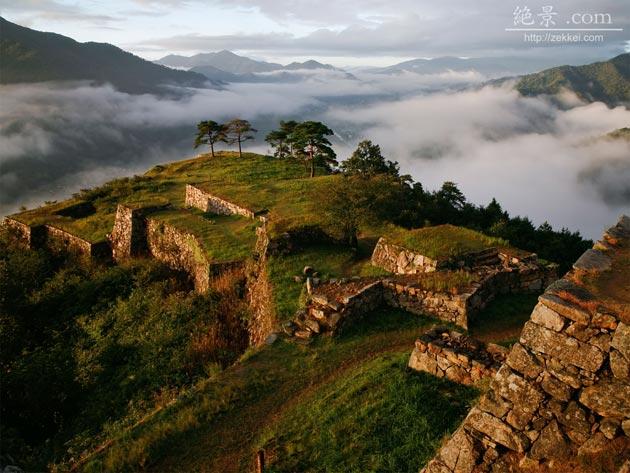 Dvorci koje verovatno nikada nećete posedovati - Page 4 Takeda-5