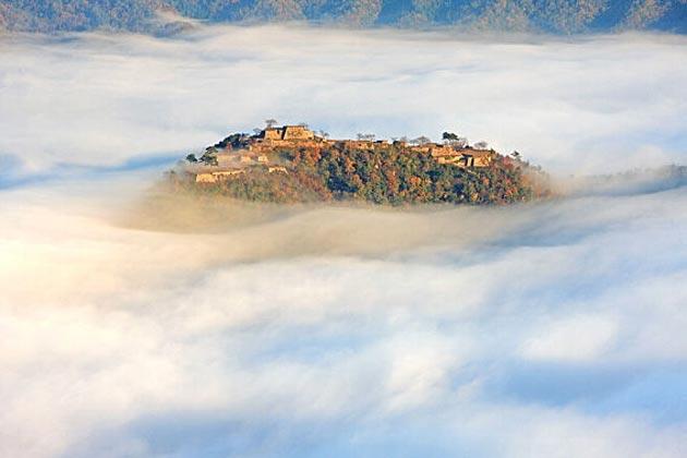 Dvorci koje verovatno nikada nećete posedovati - Page 4 Takeda-6
