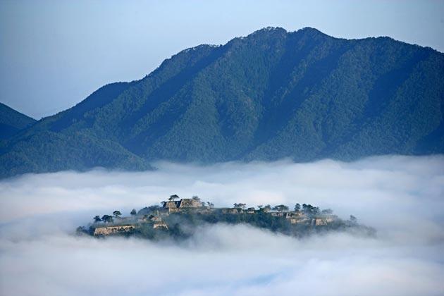 Dvorci koje verovatno nikada nećete posedovati - Page 4 Takeda-7