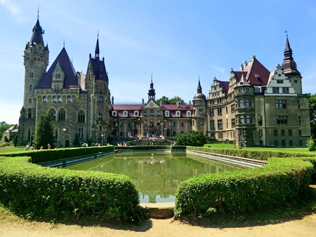 Dvorci koje verovatno nikada nećete posedovati - Page 4 Dvorac-Moszna-1
