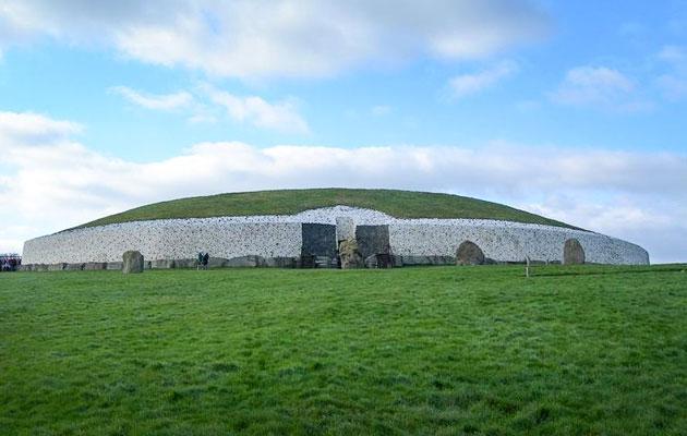 Drevna arhitektura - Page 3 Newgrange-5
