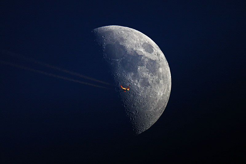 Moon hoax...  - Página 4 Beautiful-aircraft-photography-in-front-of-the-sun-and-moon-9