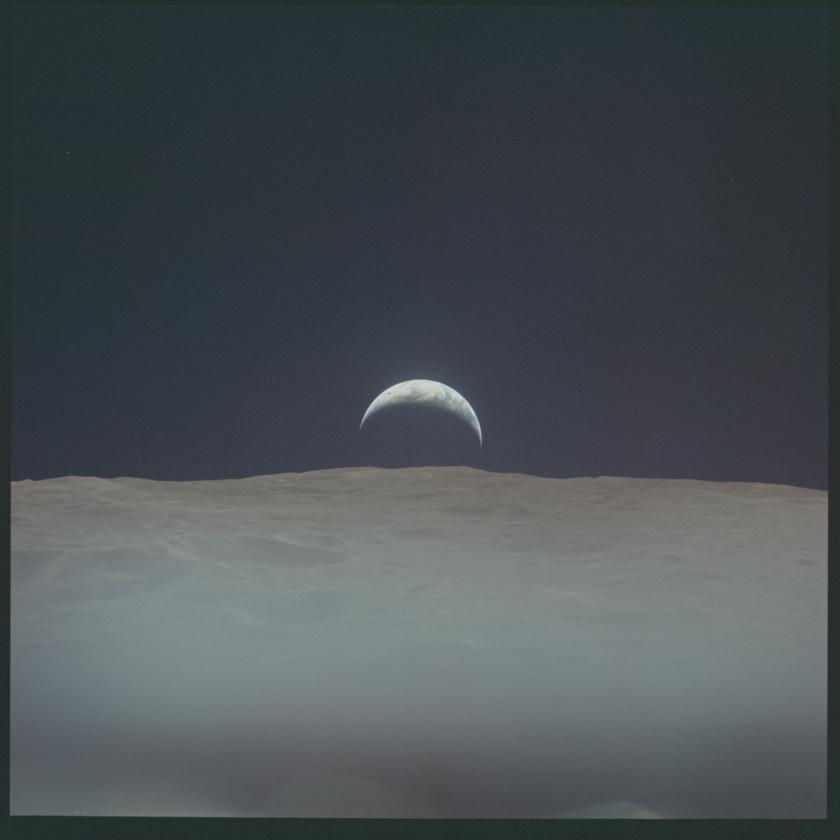 Mise en ligne de photos de missions Apollo 20150928_apollo-12-earth_f840