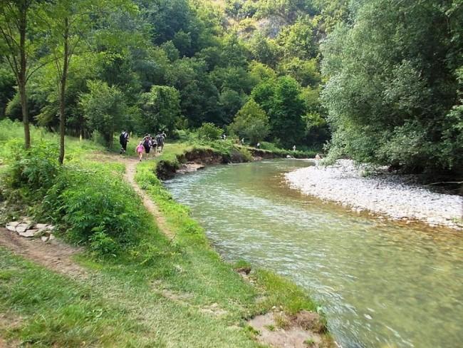 Reke Srbije - Page 2 Naslovna-Klisura-reke-Gradac-e1478172576542
