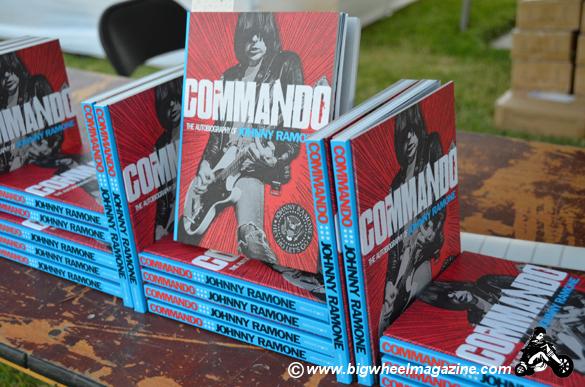 Literatura rock - Página 4 Commando-ramone