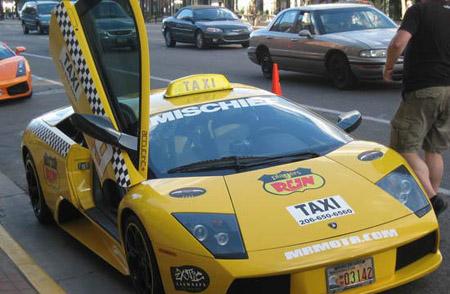 أسرع تاكسي في العالم S8i74032