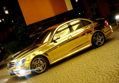 سيارة مصنوعة من الذهب 32