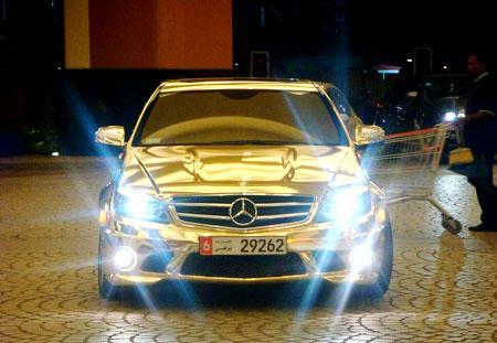 سيارة مصنوعة من الذهب 33
