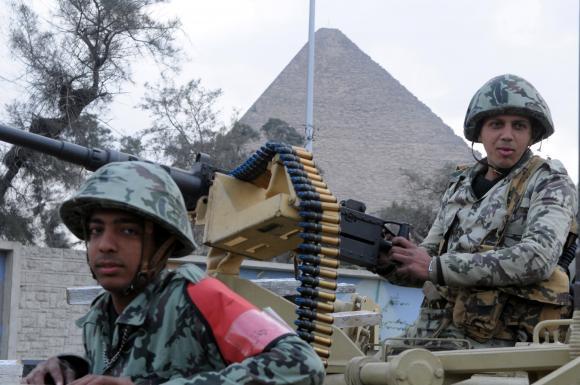 القوات المسلحه المصريه.(شامل) - صفحة 2 Egyptians-protest-against-government-of-hosni-mubarak_8
