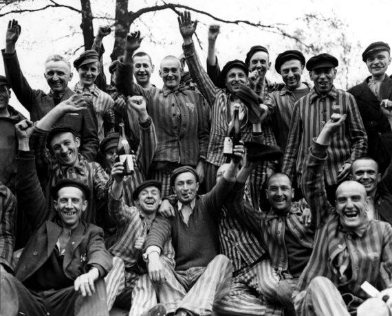 Segunda Guerra Mundial - Página 2 MargaretBourke-camp-570x460