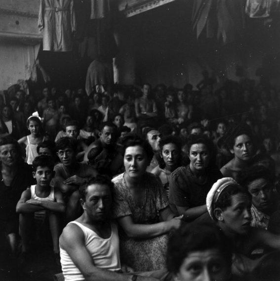 Segunda Guerra Mundial - Página 2 Pb-110303-gruber-refugees-eg-02.photoblog900-567x570