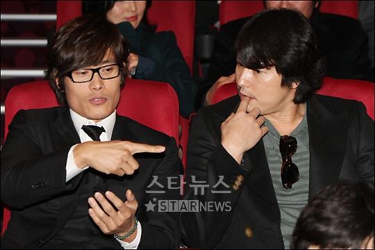 Lee Byung Hun / Ли Бен Хон не пьет одеколон  - Страница 2 Directors-1216-5