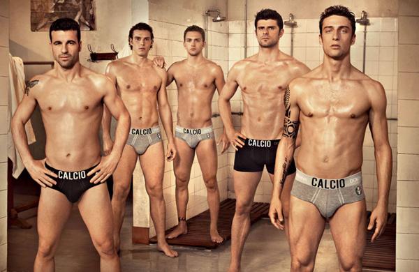 We now have a shirtless Podolski on the banner Dolce_gabbana_men_underwear_2010_02