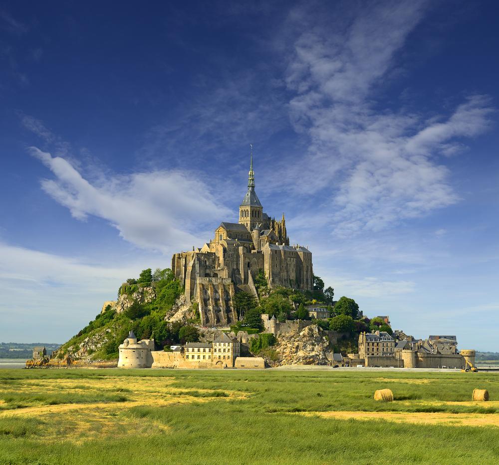 Mont Saint-Michel : une incroyable découverte relance une vieille légende ! Par Axel Leclercq                            Necropole-mont-saint-michel-archeologie-4
