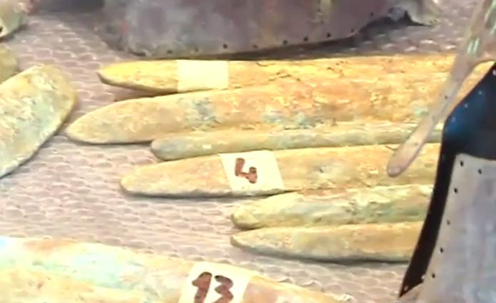 Des lingots d'orichalque ont été découverts en mer, près de la Sicile ! Par Axel Leclercq Orichalque-decouverte-italie-archeologie-atlantide-3