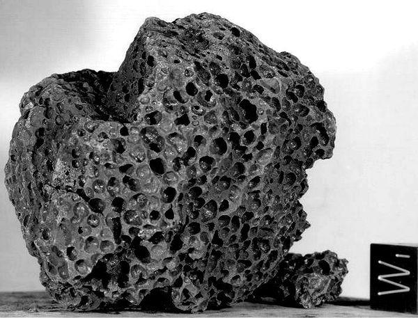 Por que o homem parou de ir pra lua ? 600px-Moon_basalte