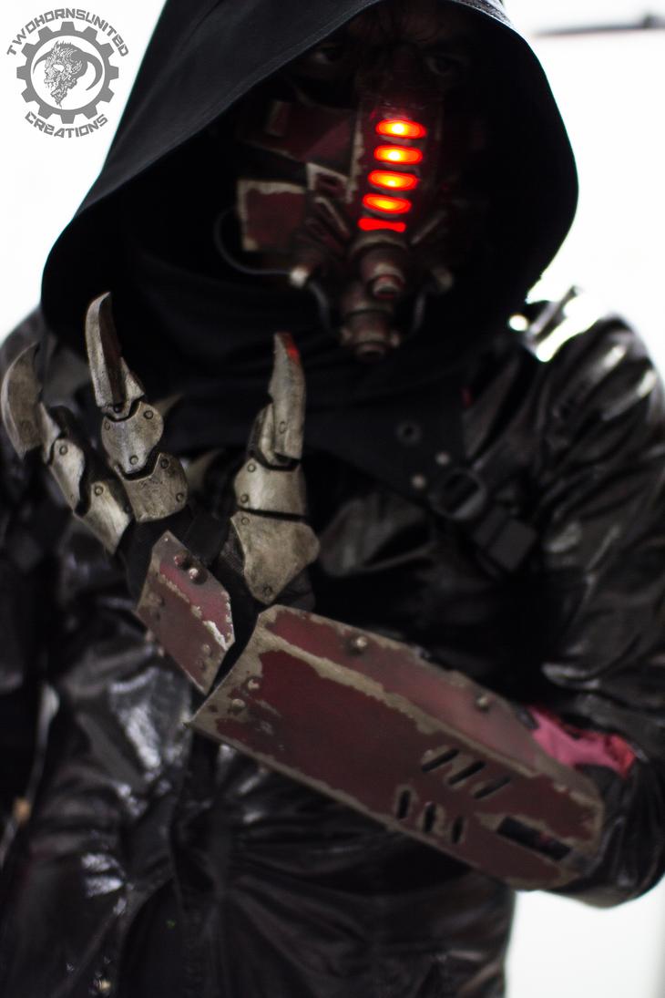 Xia Armor Grade 1/2 Red_tremor___cyberpunk_mask_and_claw_gauntlets_by_twohornsunited-da5pgze