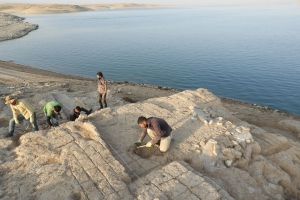 Lost Palace of a Once-Mighty Empire Unearthed in Iraq A-drought-revealed-a-palace-thousands-of-years-old-submerged-in-an-iraq-reservoir__226107_