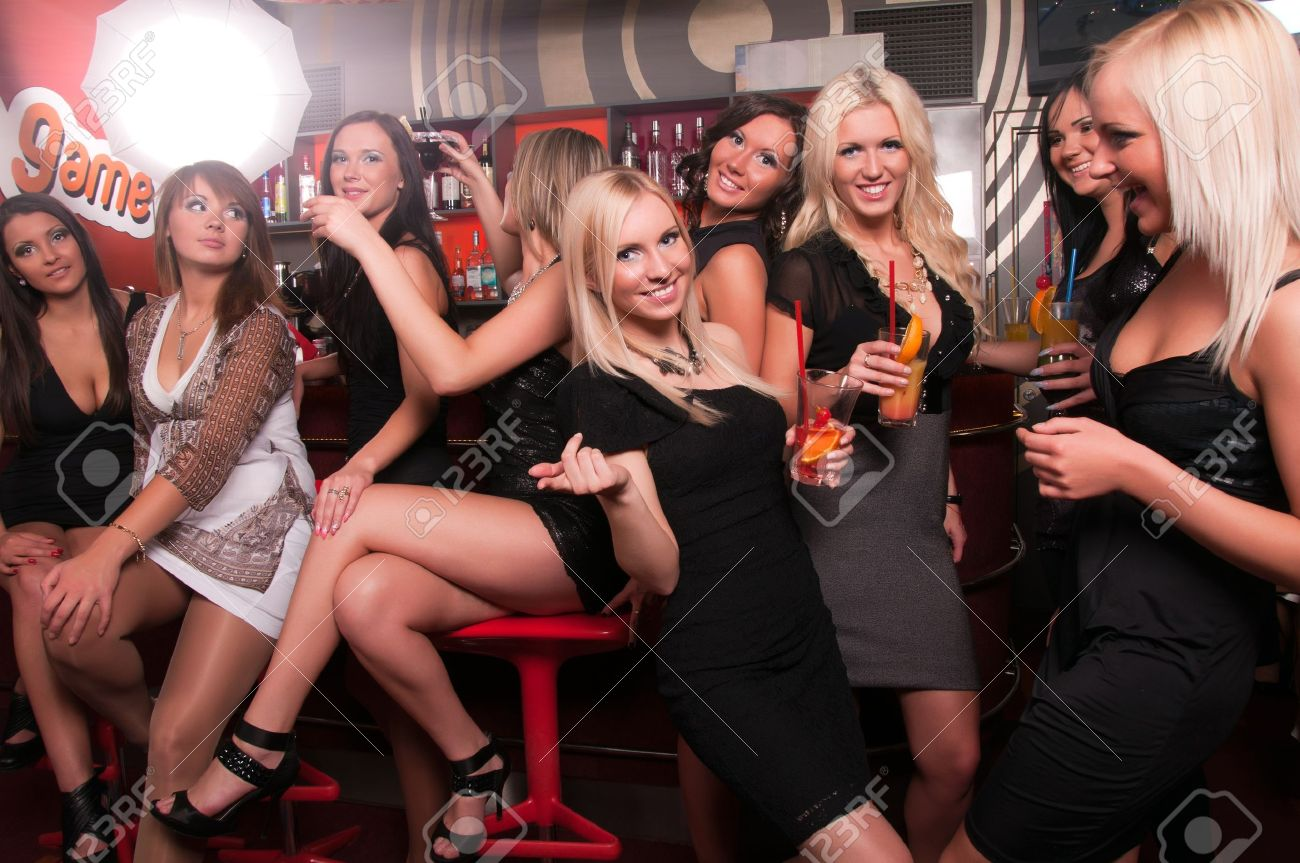 Foot - Page 25 16441210-Girls-company-having-fun-in-the-night-club-Stock-Photo-bar-party-club