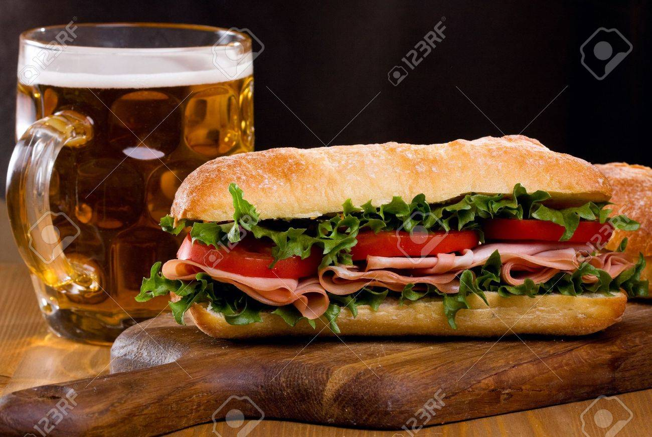 Che cos'hai pappato di buono oggi? I nostri menu - Pagina 10 10746535-sandwich-with-bacon-and-vegetables-with-mug-of-beer-Stock-Photo