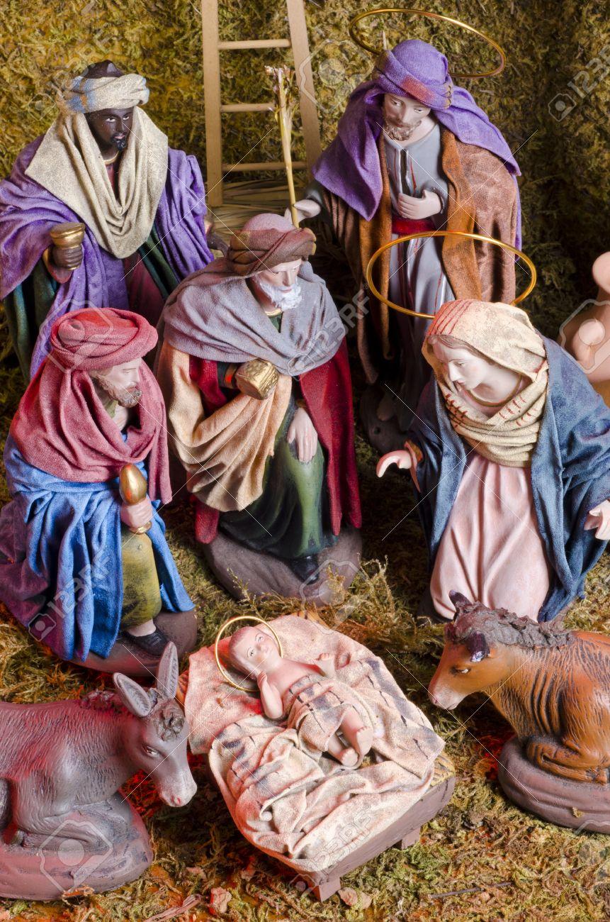 Les crèches de Noël 2015 23117811-Pesebre-de-Navidad-Adoraci-n-de-los-Reyes-Magos-Ni-o-Jes-s-en-primer-plano--Foto-de-archivo