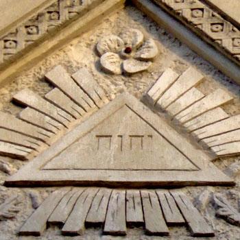 Meubles mystères : lettres grecques ou symboles mystiques ? - Page 4 Tetragramme_temple_franc_macon_perigueux