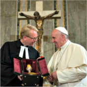 Impensable !  Que devient la Vérité ?  Pope-francis-with-lutheran-leader