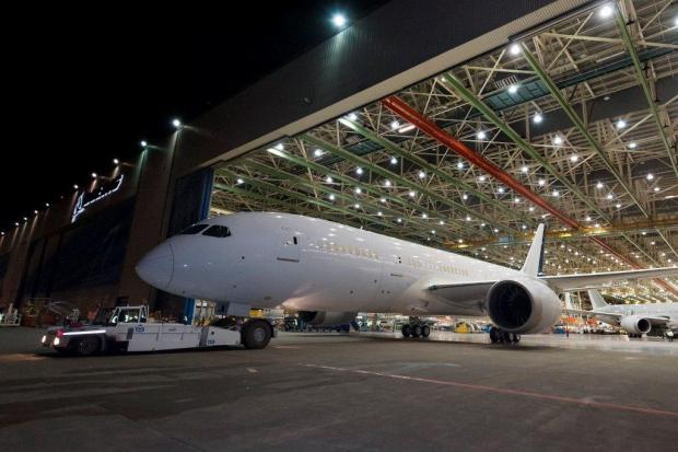 Le Boeing 787 est arrivé - Page 4 4244264894