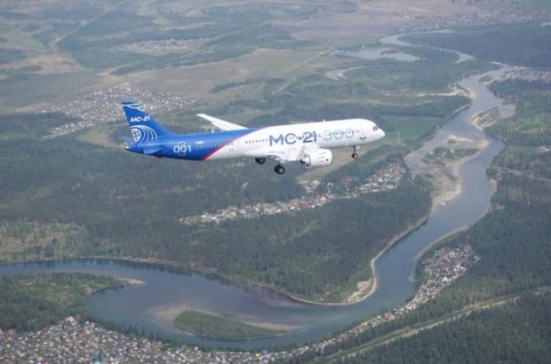 طائرة ركاب روسية جديدة تكمل أولى رحلاتها 3613475756