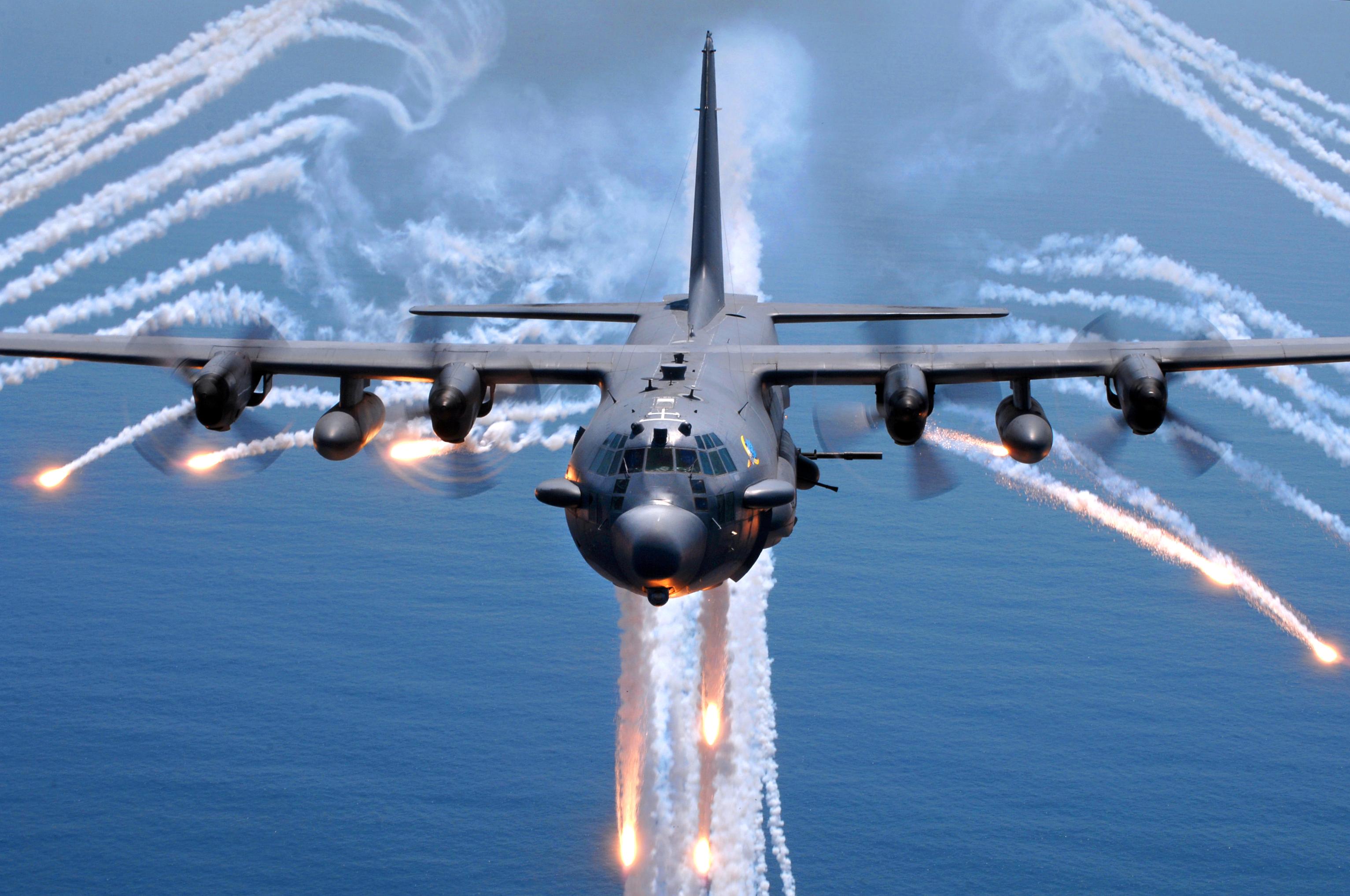 إذا كان الروس اقوي  U-s-air-force-ac-130h-spectre-gunship-jettisons-decoy-flares