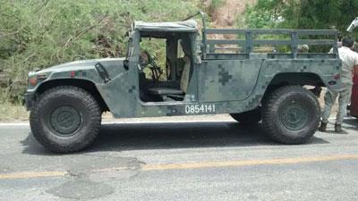 Ejercito Mexicano renueva flota de Humvees 02/04/2014 - Página 5 Carro-militar-volteado