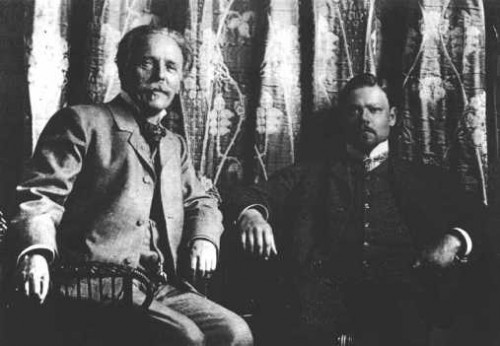 Karl Fridrih Maj Karl_May_with_Sascha_Schneider_1904-500x346