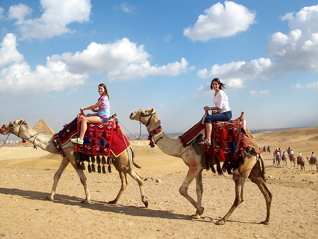 Ghosts of the pyramid - البوابة Giza-Necropolis-Cairo-Egypt-Camels-Ride