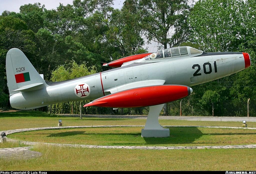 F-84G THUNDERJET - Page 2 Republic-F-84G-Thunderjet