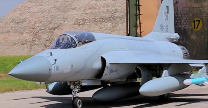 المستقبل المنظور للقوات الجوية  الجزيرة العربية JF-17-2-692x360