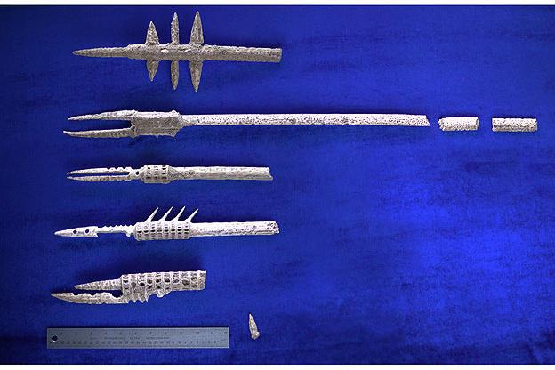 Sirènes Tragédie et Complot......... - Page 3 Group-spears