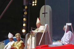 sitio catolico duda de la santidad de JP2 Inverted-cross