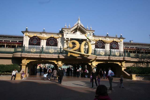 Le 20ème anniversaire de Disneyland paris  - Page 37 IMG_0589