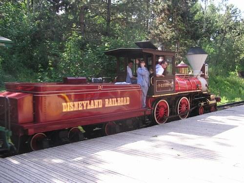 Accident sur le Disneyland Railroad. 425565_PO7V1DGLV4FAL2NO3HZXH1D212JX83_p5130123_H184404_L