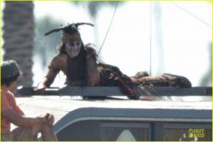 Lone Ranger : Naissance d'un Héros [Disney - 2013] - Page 3 The-Lone-Ranger-Tonto-Johnny-Depp-Set-Photo-2-300x200