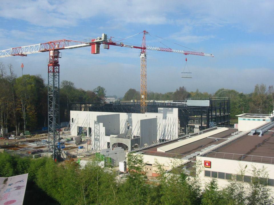 """Construction du Dark Ride  """"Ratatouille - L'Aventure Totalement Toquée de Rémy """"pour 2014 561804_4068095935828_123766827_n"""