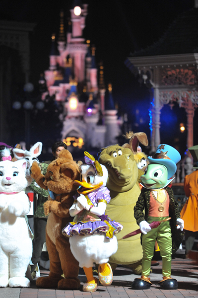 Disney Dreamers Everywhere (musique + information) - Page 3 Farewell-Disney-Dreamers-11