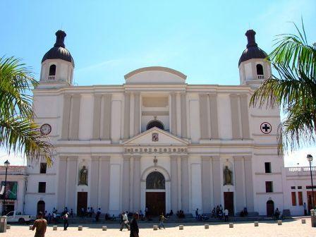 CATHÉDRALE DU CAP-HAITIEN VICTIME DE VANDALISME DES INTEGRISTES PROTESTANTS Cathedrale-cap-haitien