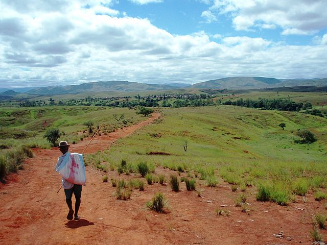 Le village invisible de Madagascar  640px-Miarinarivo_Andilamena_District