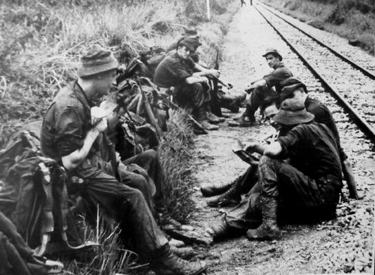 soldats britanniques, australiens, néo-zélandais... et malaisiens Malayanscouts92
