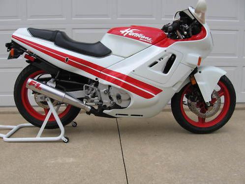Essa é a moto !!! 1987-Honda-CBR600F-Hurricane-Right-Side